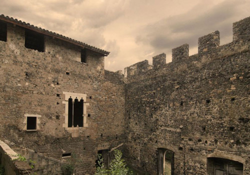 Historical And Artistic Report, Documentation And Planimetry Of Cartellà Castle